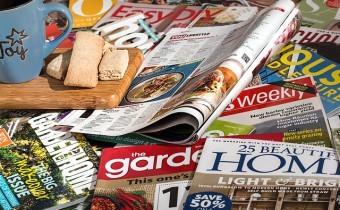 revistas sobre la mesa
